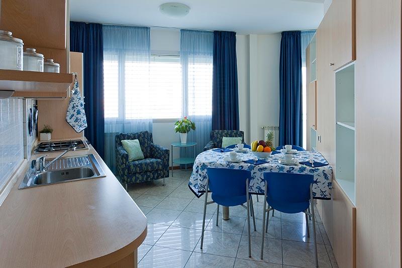 Affitto appartamento bilocale c a sottomarina mare venezia for Poltroncine da sala da pranzo